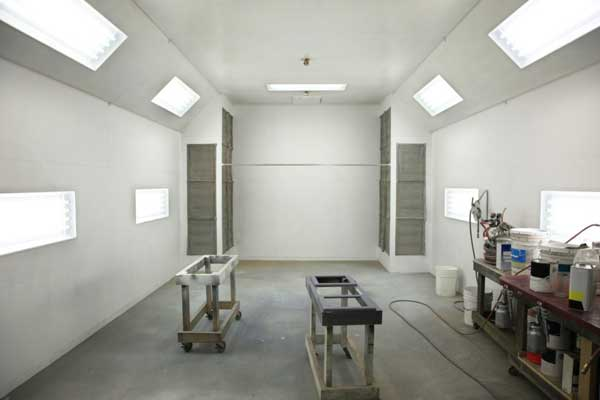 empty-white-paint-room
